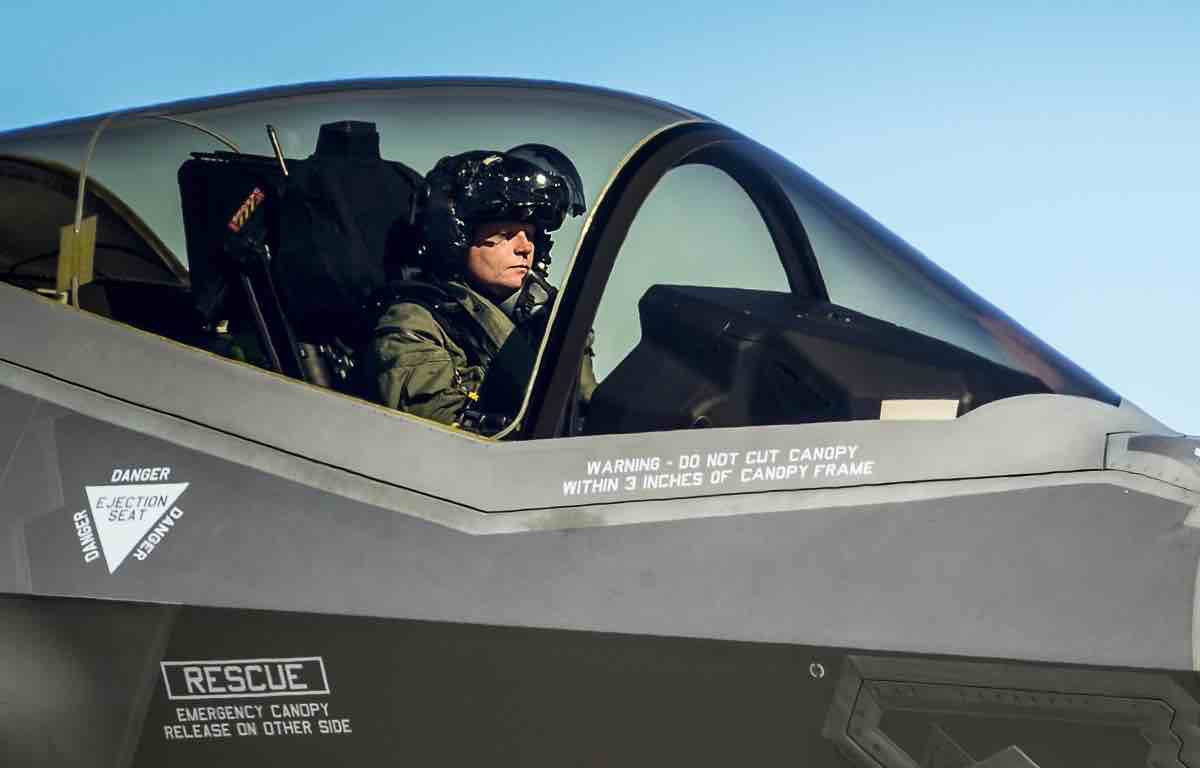 Cost of F-35 Lightning II Helmet Jumps 23% to $737,800