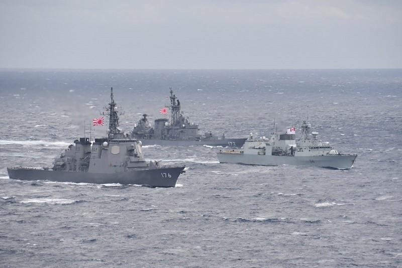HMCS Ottawa conducts manoeuvres with Japanese Maritime Self-Defense Force ships Chokai and Shimakaze during exercise KAEDEX in October 2019.
