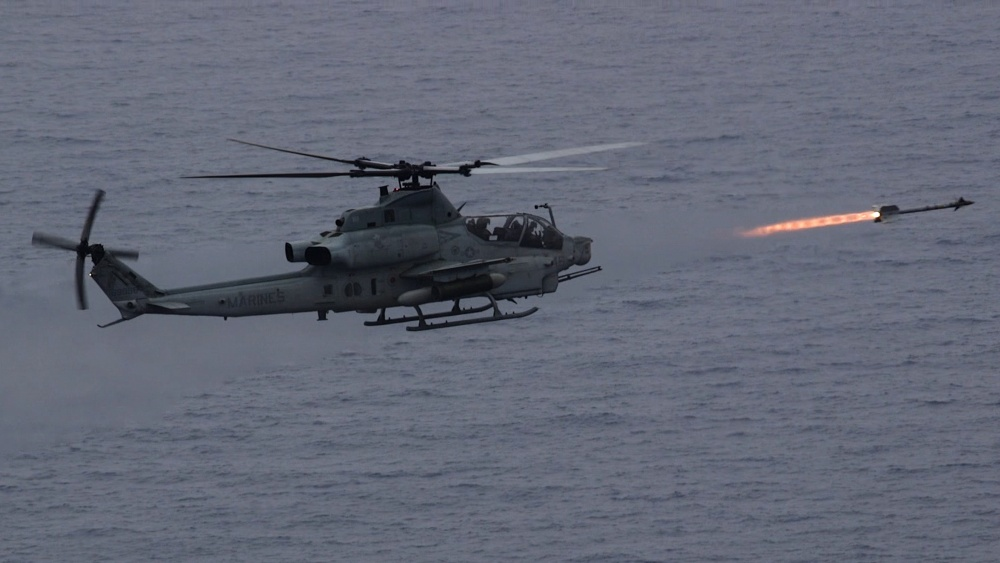USMC AH-1Z Viper Helicopter Successfully Fires AIM-9M Sidewinder Missile