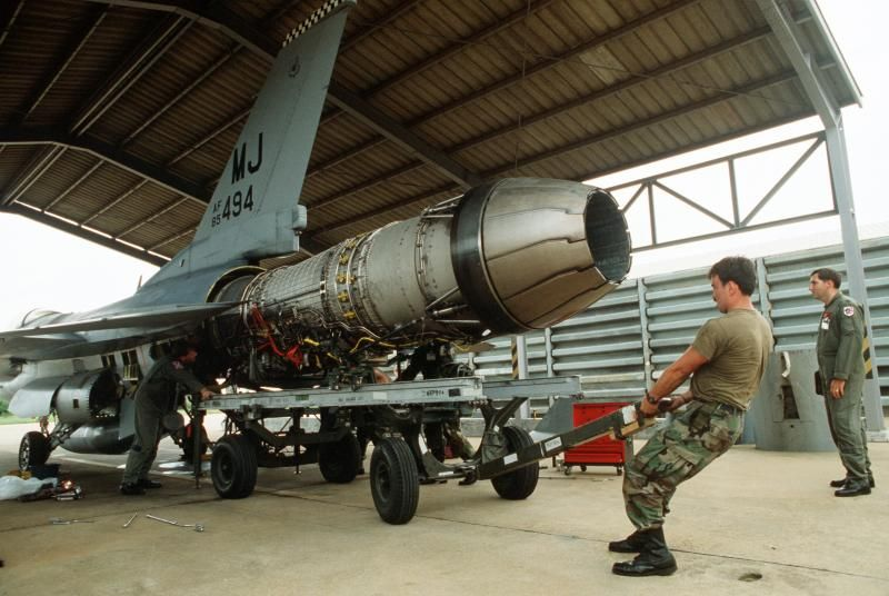 Mechanics from the 13th Aircraft Maintenance Unit reinstall the engine of USAF F-16C block 30 #85-1494 belonging to the 13th TFS during the combined Thai/U.S. Exercise Cobra Gold.