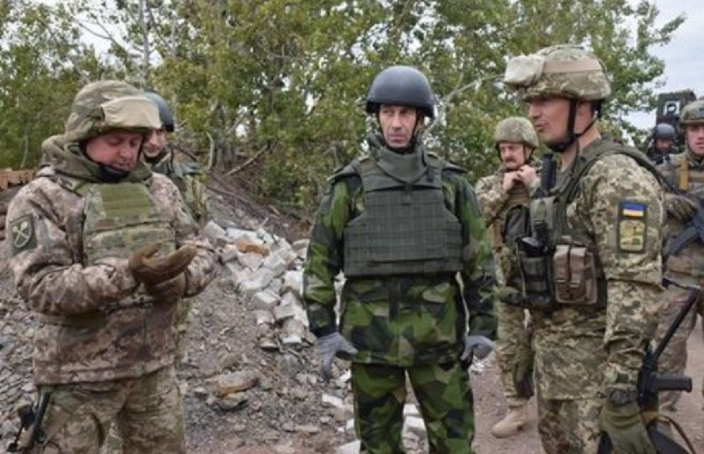Commander-in-Chief of the Swedish Armed Forces Gen. Micael Byden on Monday paid a visit to the zone of the Anti-Terrorist Operation in eastern Ukraine, accompanied by his Ukrainian counterpart Gen. Viktor Muzhenko