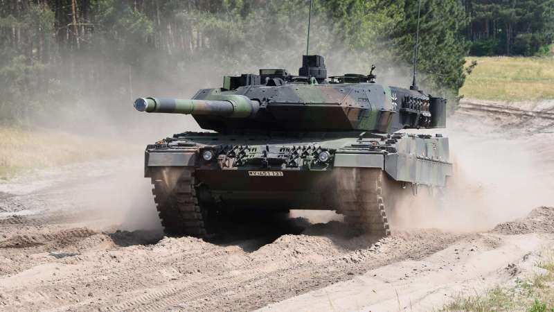 Acting on behalf of both governments, the German defense ministry has awarded the first system architecture study for the French-German Main Ground Combat System to an industry group formed by Rheinmetall, Krauss-Maffei-Wegmann and Nexter.