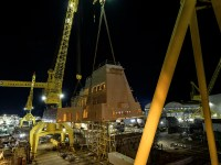 Ingalls Shipbuilding Lifts 320-Ton Aft Deckhouse onto Guided Missile Destroyer Jack H. Lucas