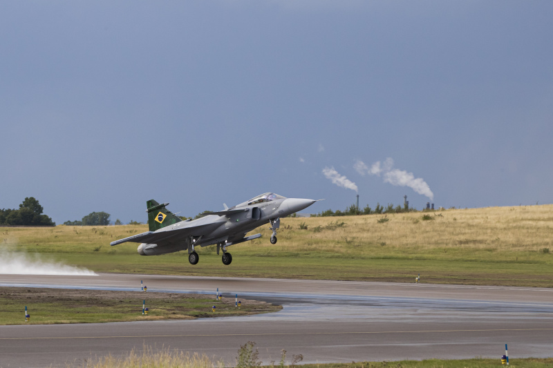 Brazilian Air Force Pilot Flies F-39 Gripen E for First Time