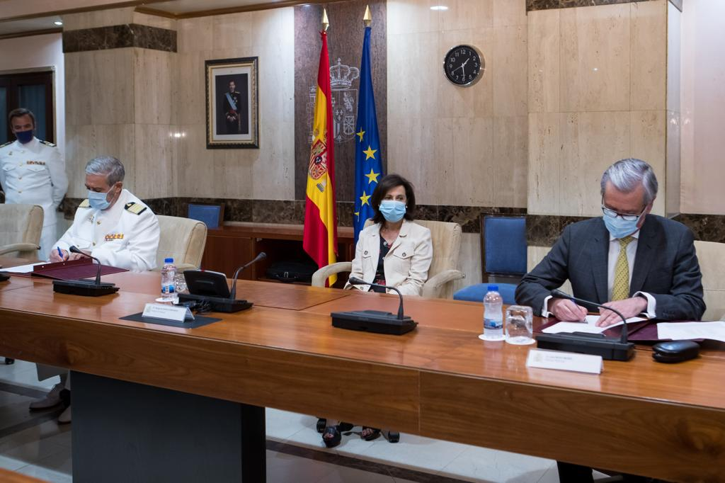Spanish Defense Minister presided over the official signature of the €1.7 billion initial contract for the Spanish Army's future 8x8 wheeled combat vehicle.
