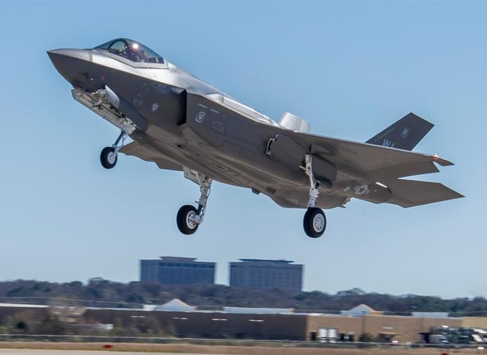 The first F-35A full wing-set produced by Italy's Finmeccanica-Aeronautics made its first flight on U.S. Air Force aircraft AF-88 in Fort Worth, Texas.