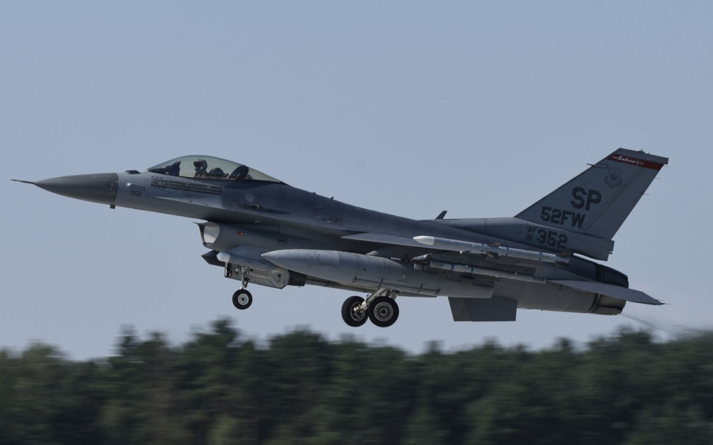A U.S. Air Force F-16 Fighting Falcon, assigned to the 480th Expeditionary Fighter Squadron, takes off at Łask AB, Poland, August 21, 2020.