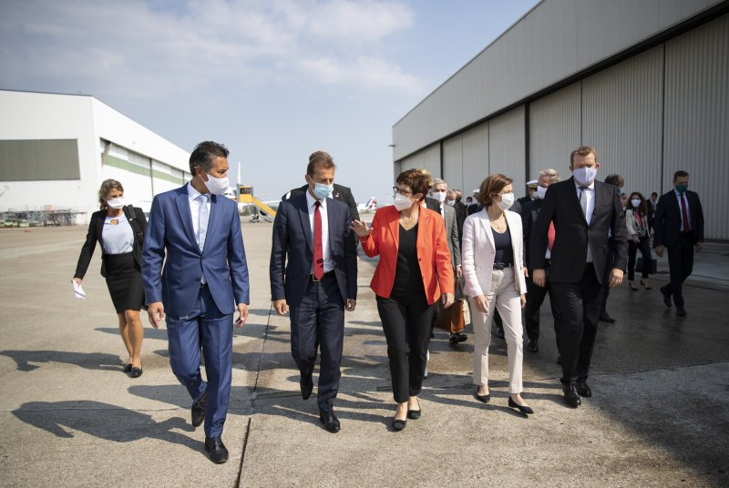 French and German defense ministers Annegret Kramp-Karrenbauer (orange jacket) and Florence Parly (white jacket) visited the Airbus Defence and Space plant in Manching, Bavaria, for briefings on the FCAS and other joint programs.