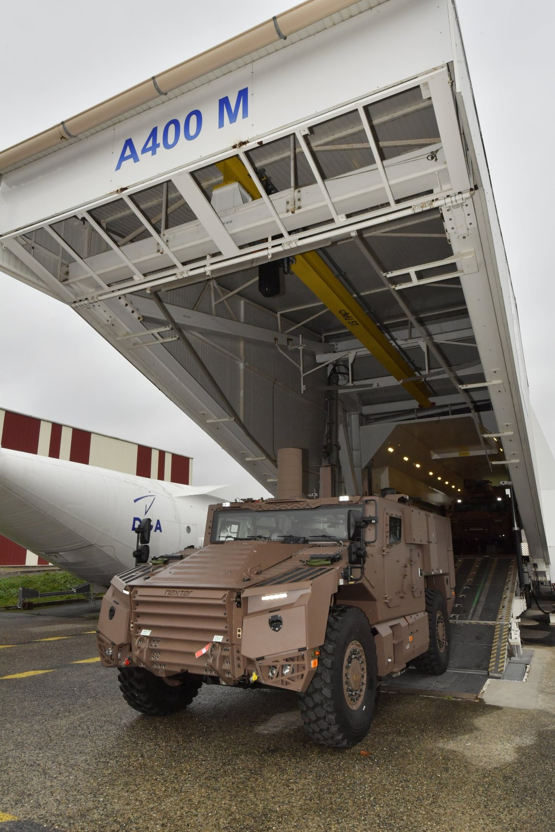 The Frence DGA has conducted the first loading on A400 military transport aircraft with the French Army new VBMR Leger Serval 4x4 armored vehicle on December 11, 2020.