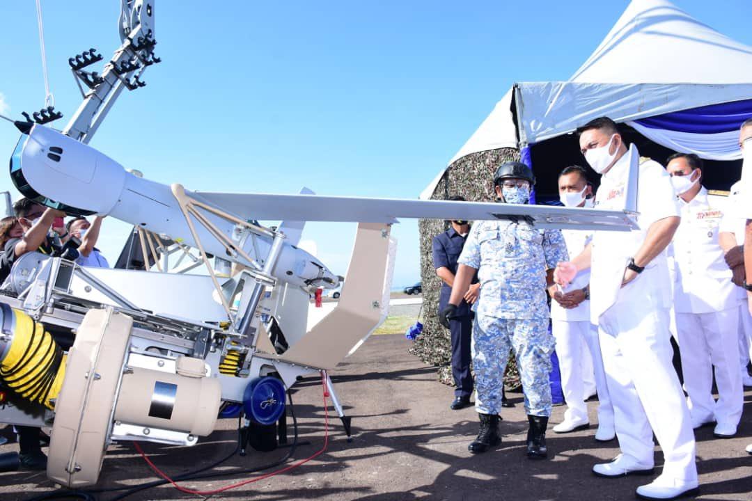 Royal Malaysian Navy's Chief of Navy, Admiral Tan Sri Mohd Reza bin Mohd Sany inspecting a ScanEagle UAS