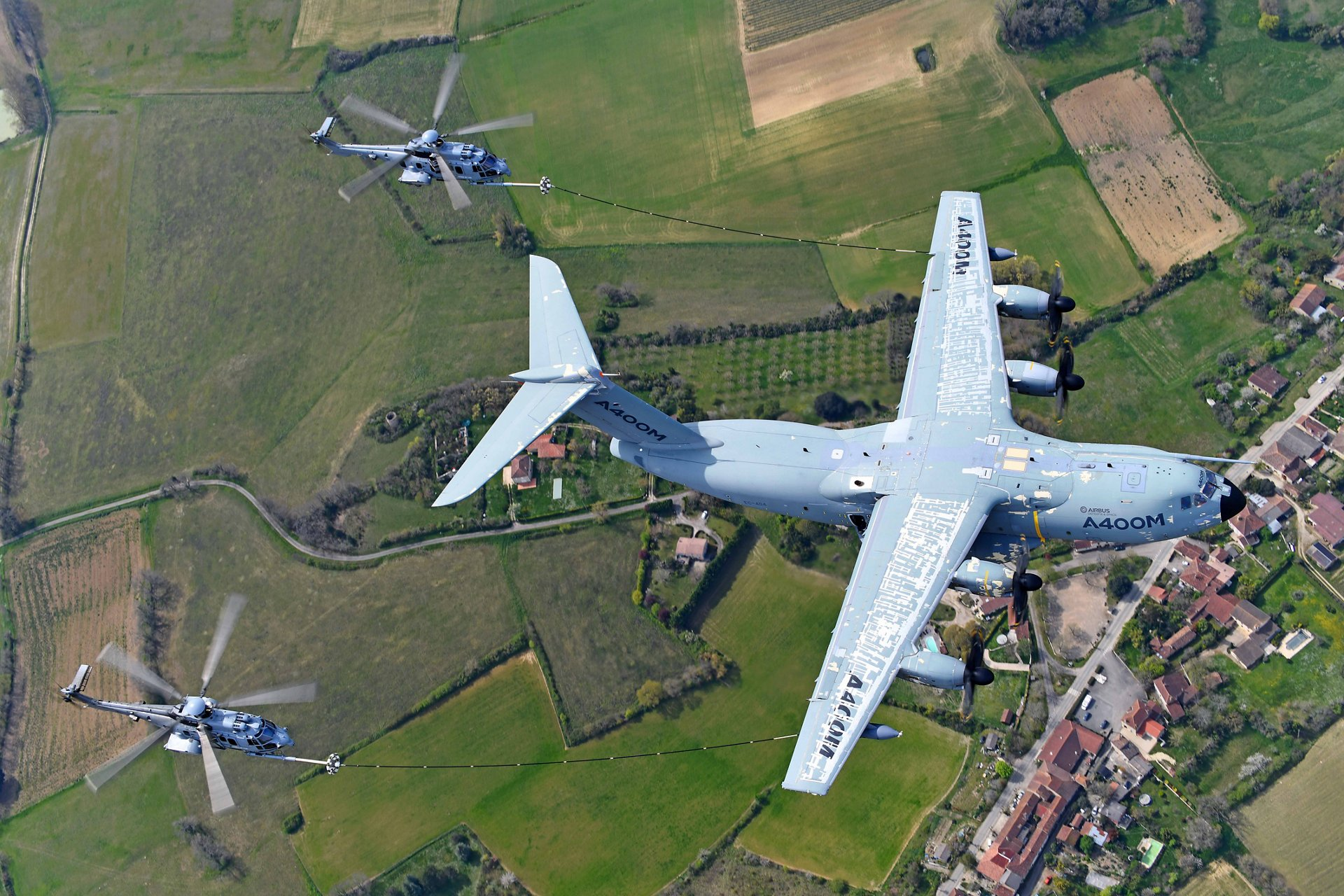 Airbus A400M Atlas Airlifter Conducts Major Helicopter Refuelling Certification Campaign