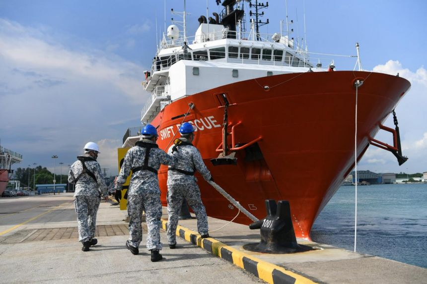 Republic of Singapore Navy Dispatches MV Swift to Join Search for Missing Indonesia Submarine