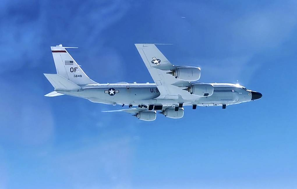 Russian MiG-31 Fighter Scrambled to Escort US Air Force RC-135 Over Pacific Ocean