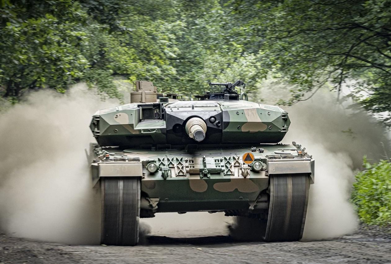 Bumar-Łabędy Delivers 16 Leopard 2PL Main Battle Tanks to Polish Army