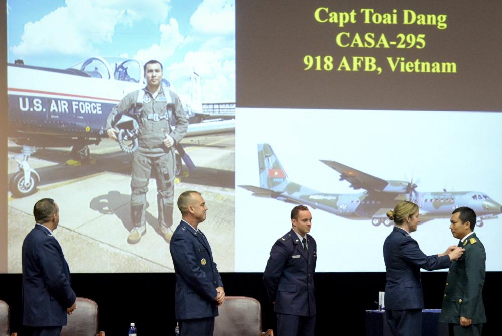 First Vietnamese student graduates from US Aviation Leadership Program