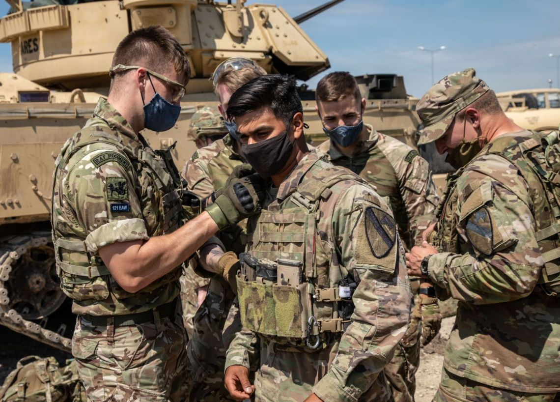 Royal Air Force Regiment personnel visited an expo put on by United States Cavalry at Mihail Kogălniceanu air base.