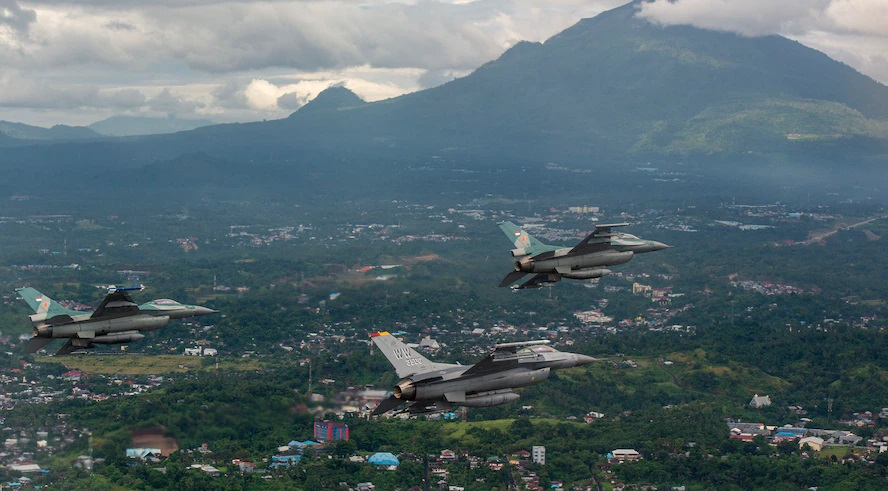 A U.S. Air Force F-16 Fighting Falcon fighter pilot flies alongside two Indonesian air force F-16 Fighting Falcon fighter pilots off the coast of Manado, Indonesia, during Cope West 19, June 20, 2019.