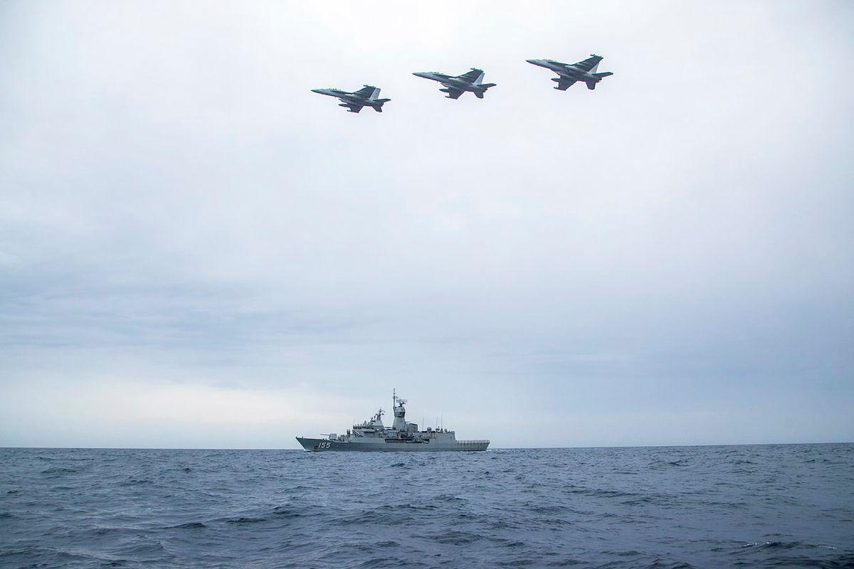 US Navy EA-18G Growler Put Royal Australian Navy HMAS Ballarat in a Jam