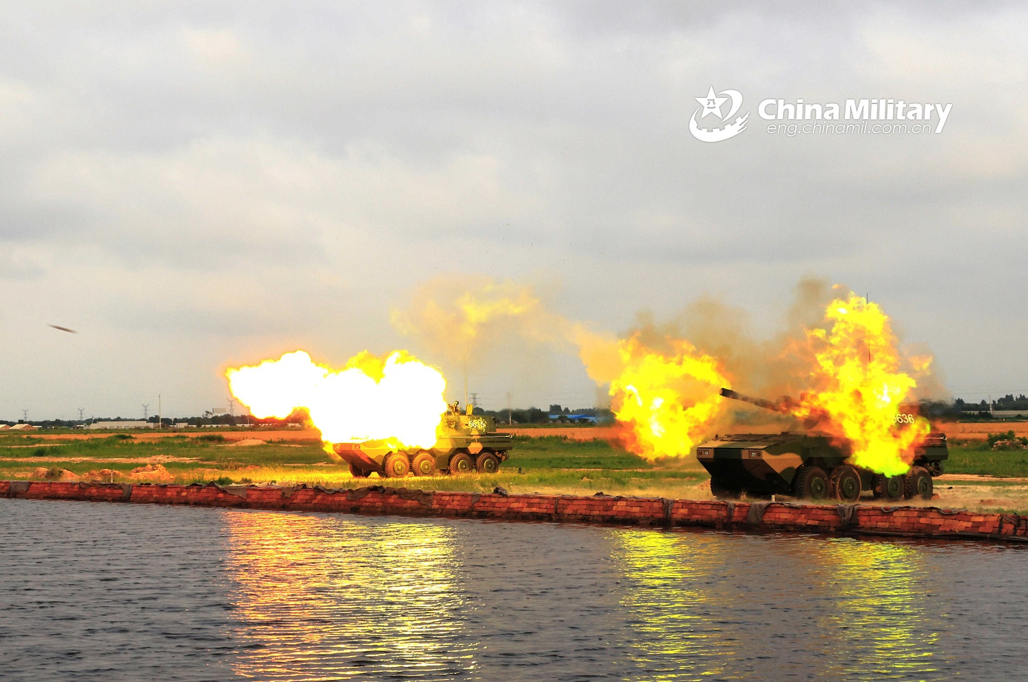 Chinese PLAN Marine Corps PLL-09 Self-propelled Howitzer Conducts Live Firing Drills