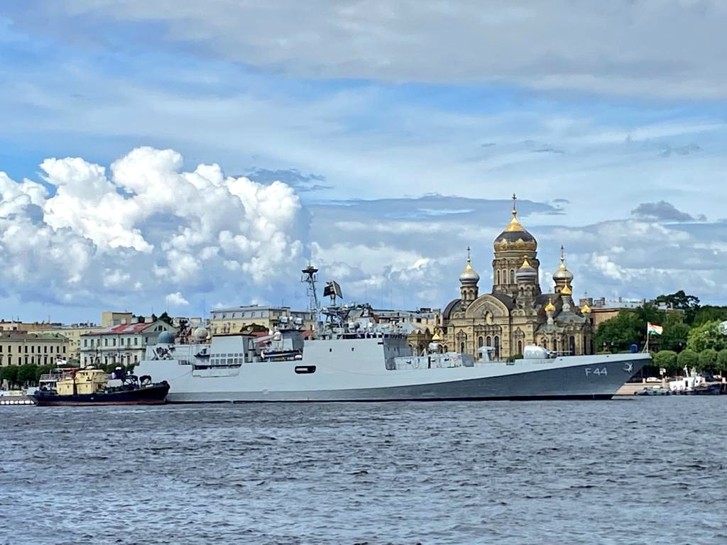 Indian Navy INS Tabar Arrive in Vladivostok for Russia's Navy Day Celebrations