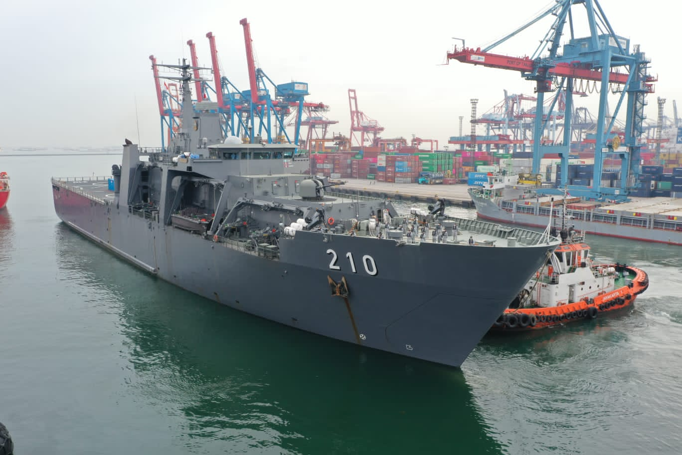 Republic of Singapore Navy RSS Endeavour Heads to Indonesia with Oxygen Supplies
