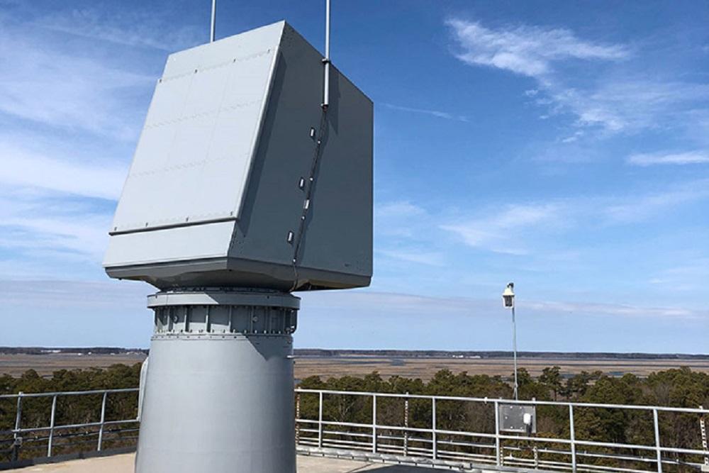اختبار رايثيون والبحرية الأمريكية الكامل على رادار المراقبة الجوية للمؤسسات في منشأة اختبار جزيرة والوبس