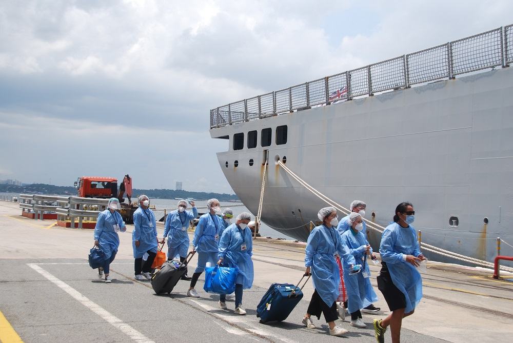 HMNZS Canterbury arrived at Sembawang this week. A team of medical staff conducted COVID-19 testing on the crew - who all returned negative tests. The ship will soon sail down to the shipyard in the Benoir Sector where refurbishment will begin.