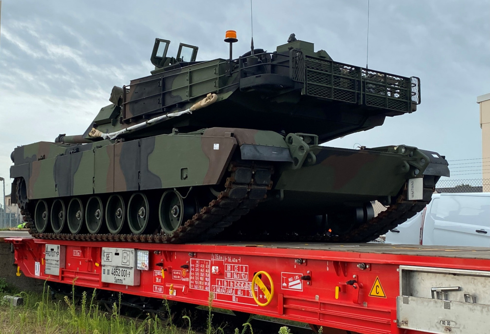US Army Test New Rail Car with M1 Abrams Tanks and Bradley Fighting Vehicles in Germany