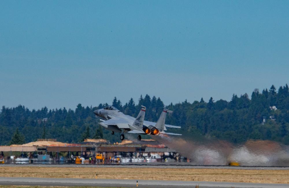 US Navy and Air National Guard Pilots Conduct Dogfight Training at Portland Air National Guard Base