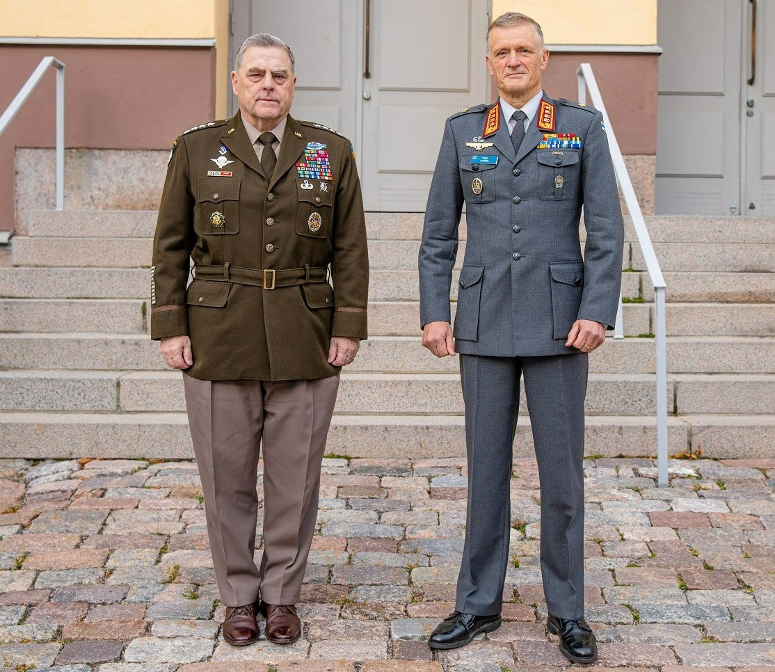 Finnish Chief of Defence General Timo Kivinen and Chairman of the Joint Chiefs of Staff of the United States Armed Forces, General Mark Milley
