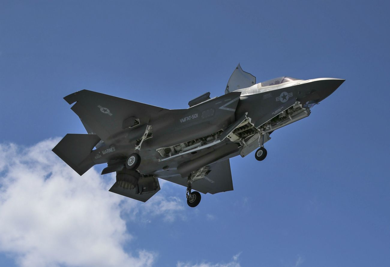 hight resolution of f 35 lightning weapons bay