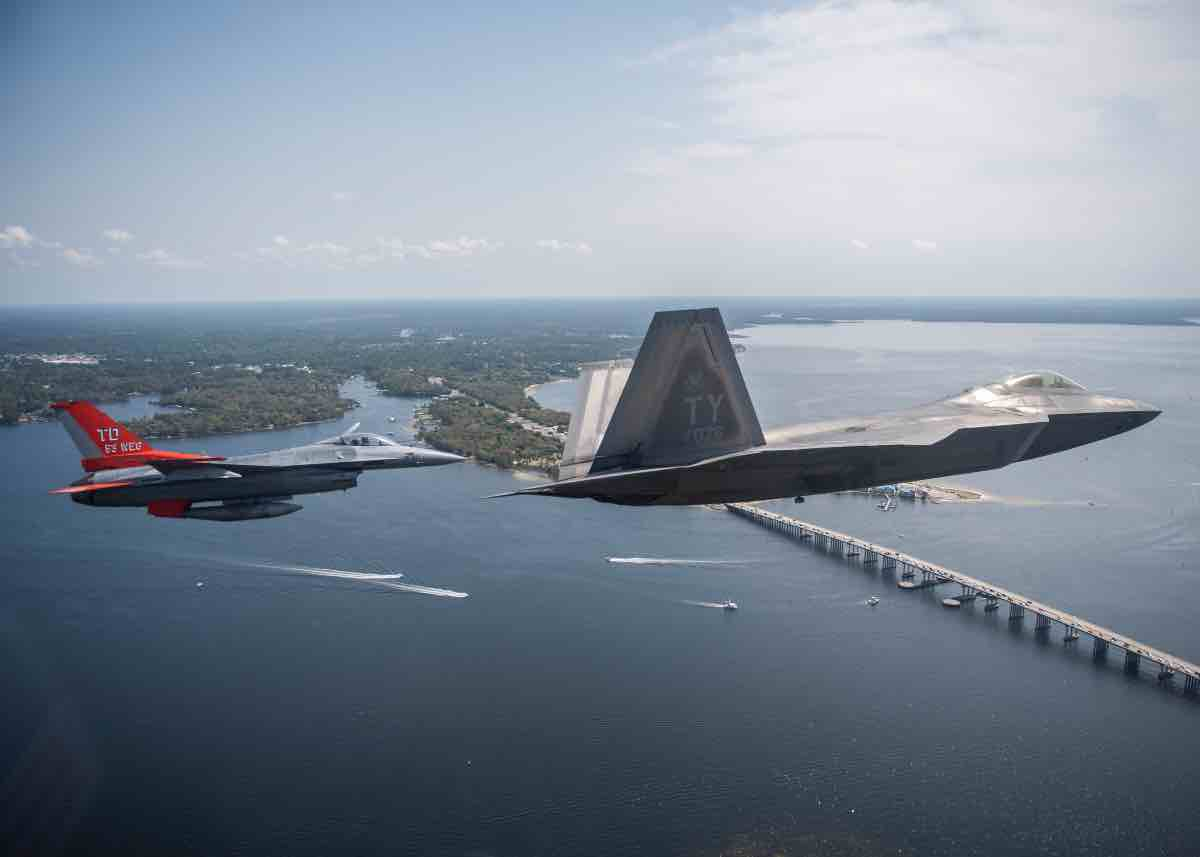 the fastest military jets