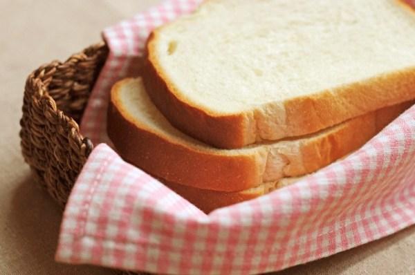 作る余裕がなく産後はパンをかじる