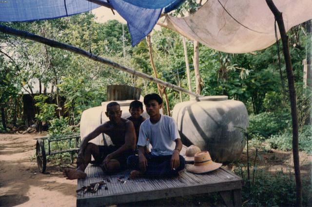 boom watthanaya with family