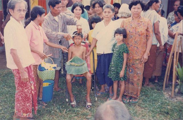 boom watthanaya as thai monk