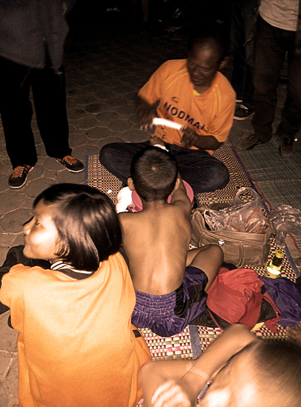 muay-thai-child-hands-wrapped-by-trainer