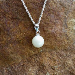 Dainty Breast Milk Pearl w/ Flower Cap - Milk Vine Jewelry
