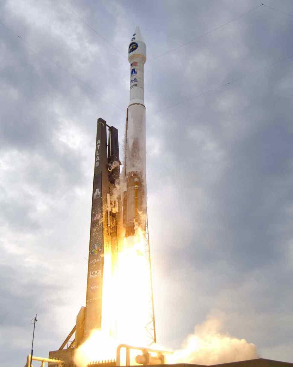 Launch of Atlas AV-020 LRO-LCROSS, June 18, 2009