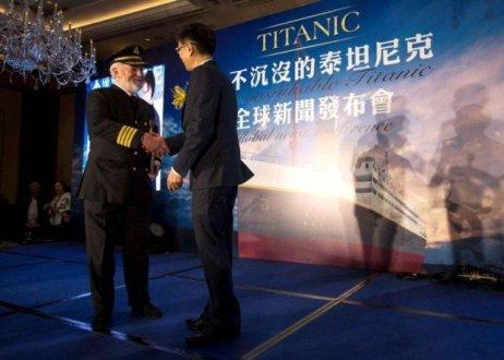 china-titanic-replica-6d-tragedy-simulator-1-690x494