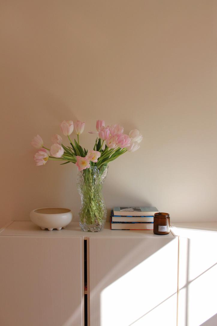 Tulips in vase - Millay Studio