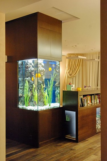 Дизайн интерьера квартиры. Встроенный аквариум