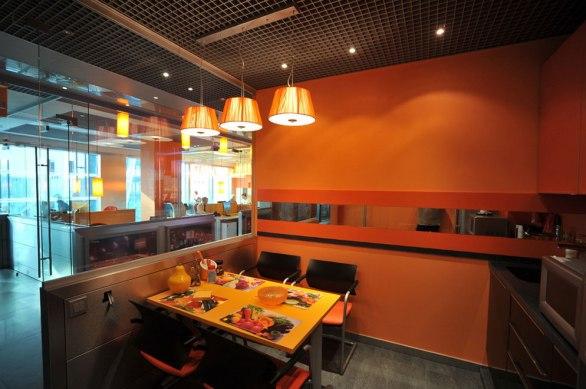 Дизайн интерьера офиса в стиле хай-тек. Кухня