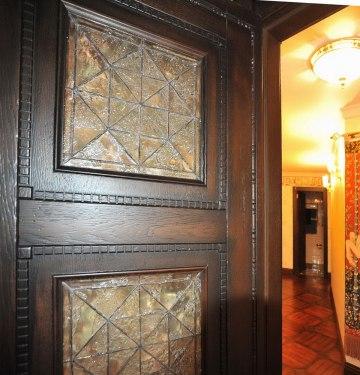 Дизайн интерьера в английском стиле. Фрагмент двери