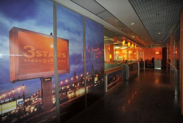 Дизайн интерьера офиса в стиле хай-тек. Коридор