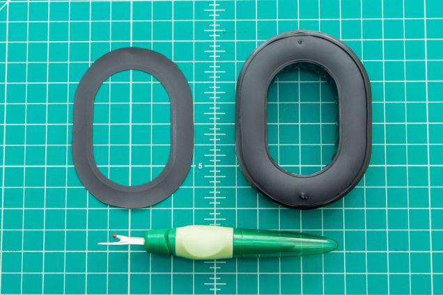 Here's the aviation gel pad seal with the mounting ring removed.