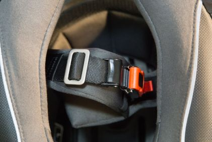 And if we ever want to adjust the strap's length, you can use either the micrometric strap or the slider.