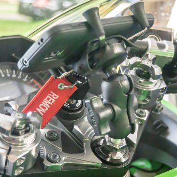 There we go. A nice, OEM-looking Ninja 300 phone mount.