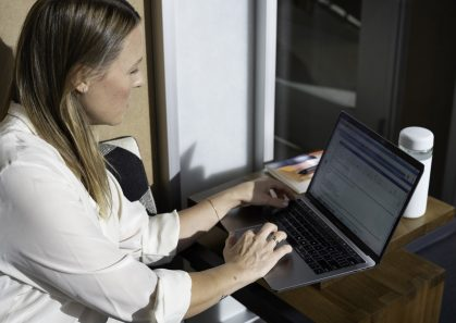 outsourced customer support agents can help companies improve customer service