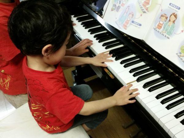 子供のピアノ