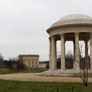 Le temple de l'amour, dans le jardin anglais,que la reine pouvait apercevoir de sa chambre du Petit Trianon (1778)